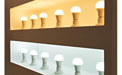 Lumina calda sau rece? Care este cea mai buna metoda de iluminare a livingului?
